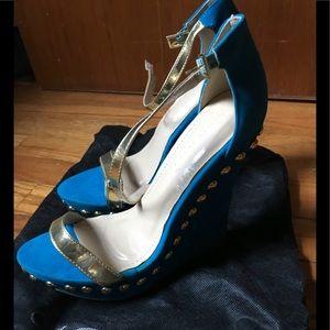 Woman's blue Heels